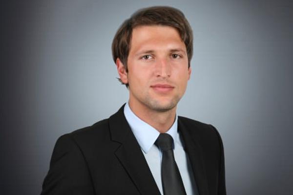 Mag. Fritz Ecker berät mittelständische und große Unternehmen im Gesellschaftsrecht, insbesondere auch im Umgründungs- und Konzernrecht.